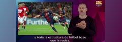 Interprete signando el contenido de la web del Barça